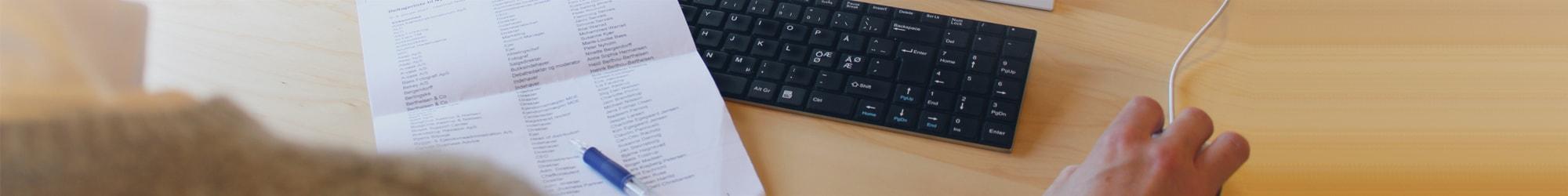 Overshoulder papir kuglepen keyboard